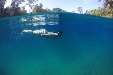 Berenang di jernihnya danau dua rasa
